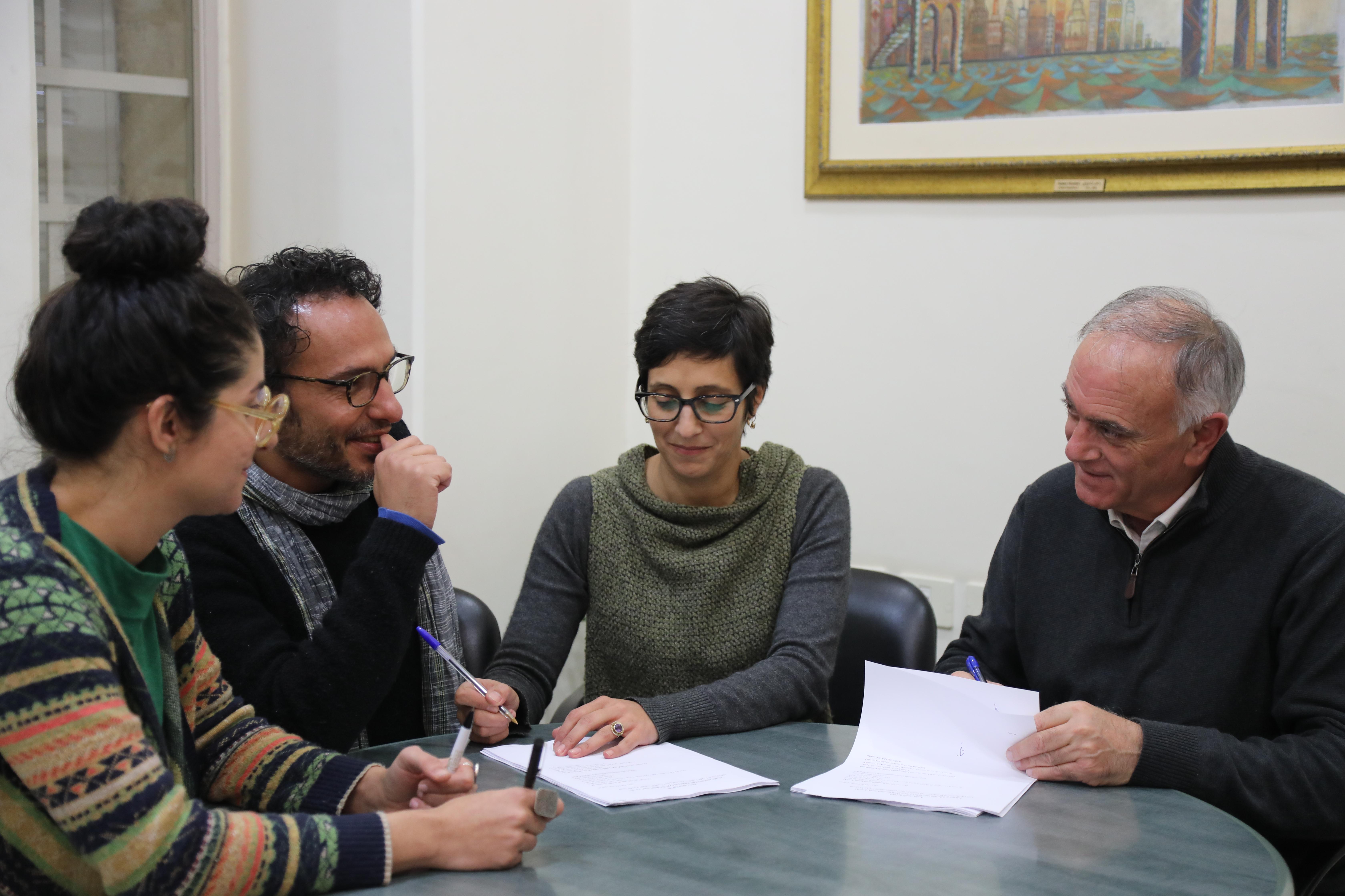 جانب من توقيع الاتفاقية مع مؤسسة ساقية للبحث التجريبي والتطوير